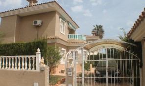 Large Detached Villa in Los Altos.  Ref:ks0829