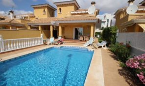 Luxury Villa in La Zenia with Private Pool.   Ref:ks0972