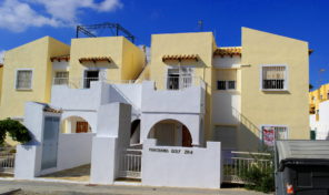 3 Bedrooms Top Floor Bungalow in Villamartin.   Ref:ks1027