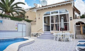 4 Bedroom Villa with Private Pool in Villamartin.  Ref:ks1035