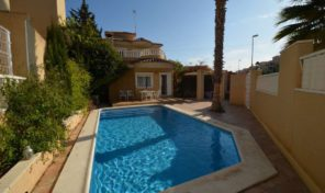 Great South Facing Villa with Private Pool in Villamartin.  Ref:ks0694