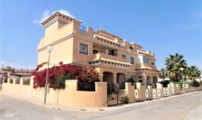 Large Sunny Townhouse in Villamartin.  Ref:ks1308