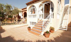 Large 4 bedrooms Villa with Garage in Torrevieja.  Ref:ks1382