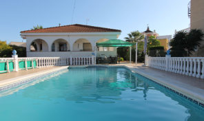LARGE DETACHED VILLA with PRIVATE POOL in Los Balcones.  Ref:ks1387