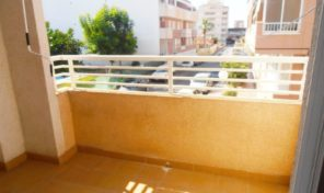 Reduced. Sunny Apartment with terrace & pool in Torrevieja.  Ref:ks1395