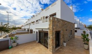 Great NEW Townhouses near the Center & Beach in Torrevieja.  Ref:ks1408