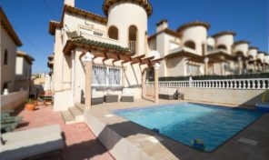 SOLD!Large South Facing Detached Villa with Pool in Villamartin. Ref:ks1350