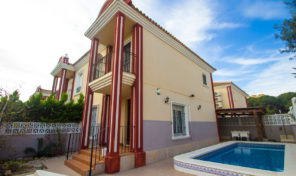 Great Semi-Detached Villa with Pool near the Beach in Campoamor.  Ref:ks1459