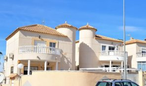 Lovely Villa with 5 bedrooms and Private Pool in Los Altos. Ref:ks1497