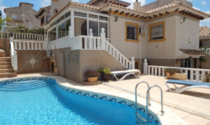 Large Villa divided to 2 Apartments, Private Pool and near Villamartin Plaza.  Ref:ks1562