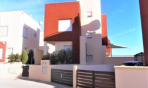 Great OFFER! Detached Villa with Large Underbuild in Villamartin.  Ref:ks1532