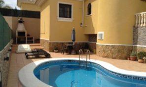 Large Villa with Private Pool and Garage in Pau 26, Villamartin.  Ref:ks1551