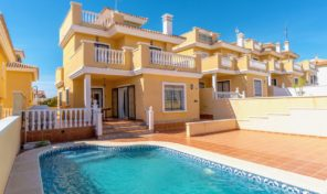 Large Detached Villa with Private Pool in Villamartin.  Ref:ks1611