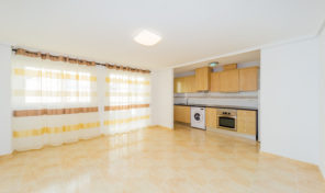 Bright and Large Apartment in Center Torrevieja.  Ref:ks1635