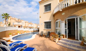 Large Quad with Private Pool in Villamartin.  Ref:ks1631