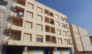 AMAZING OFFER! Apartment ONLY 100m to the Beach in Torrevieja.  Ref:ks1673