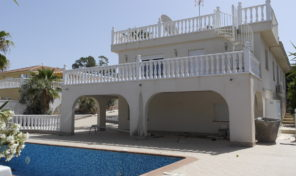 Massive 7 bedrooms Villa with Private Pool in Los Balcones.  Ref:mks1736