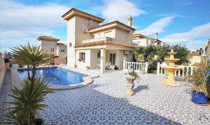 Detached Villa with Large Plot and Pool in Torrevieja.  Ref:ks1722