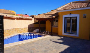 FULLY RENOVATED Detached Villa ONLY 200m from the Sea in Torrevieja.   Ref:ks1732