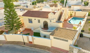 REDUCED!!!Luxury Villa with Large Private Pool in Villamartin.  Ref:ks1767