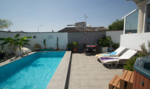 Corner Semi-Detached Villa with Large Private Pool in Torrevieja.  Ref:ks1750