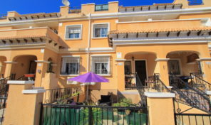 Great South Facing Townhouse in Villamartin.  Ref:ks1774