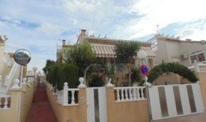 Detached Villa with underbuild in Los Altos.  Ref:ks1795