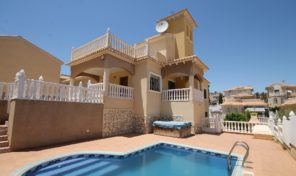 REDUCED!Large Villa with Private Pool and Garage in Villamartin.  Ref:ks1789