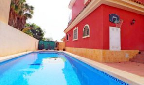 Great Detached Villa with Private Pool in La Zenia.  Ref:ks1805