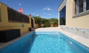 Reduced! Villa with Private Pool in Villamartin.  Ref:ks1844