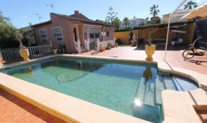 5 bedrooms Villa with Private Pool in Los Balcones.  Ref:ks1838