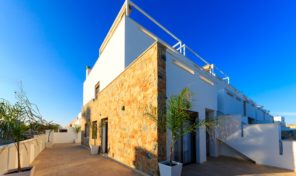Great NEW Townhouse near the Center & Beach in Torrevieja.  Ref:ks1408
