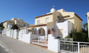 OFFER! South Facing 3 bed Quad in Villamartin.  Ref:ks1914