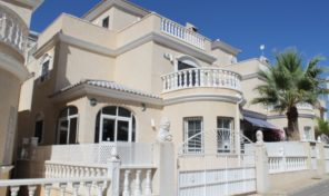 REDUCED! DETACHED VILLA IN GATED AREA, LOS ALTOS.  Ref:ks1898