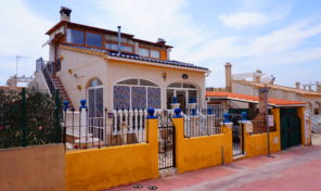 Lovely 4 bedrooms Villa with Private Pool in Los Altos.  Ref:mks1951