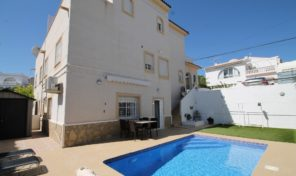 REDUCED!Very Spacious Villa with Separated 1 bed Apartment in Villamartin.  Ref:ks1988