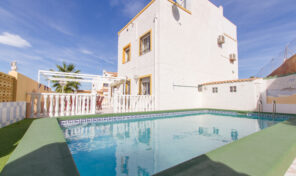 OFFER! Great Semi-Detached Villa with Large Private Pool in Los Altos.  Ref:mks2029