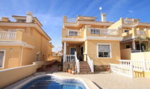 Amazing 5 Bedrooms Villa with Private Pool and Separated Apartment in Villamartin.  Ref:ks2037