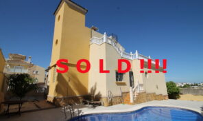S O L D!!!! Extra Large Villa with Pool and Garage in Villamartin.  Ref:ks2077