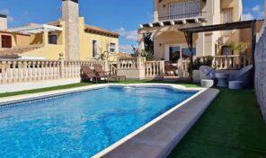 Large Detached Villa with Pool in Aguas Nuevas, Torrevieja.  Ref:mks2117
