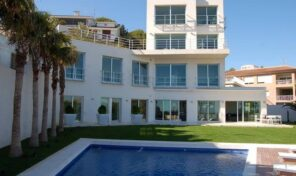 EXCLUSIVE DETACHED VILLA JUST 200M FROM THE SEA IN CAMPOAMOR.  Ref:ks2078