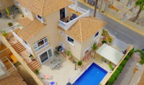 Large 6 bedrooms Villa with Private Pool in Villamartin.  Ref:mks2160