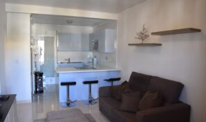SOLD!Top Floor Bungalow with Solarium in Villamartin.  Ref:mks2185