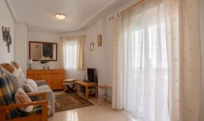 OFFER! Great Apartment with Pool in Center Torrevieja.  Ref:ks2182