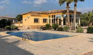 REDUCED!Great Offer! Large Villa with Massive Plot in Catral.  Ref:mks2146