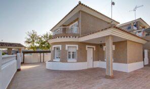 OFFER! Refurbished Large Detached Villa in Los Altos.  Ref:ks2209