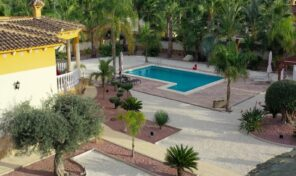 Spacious Villa with Massive plot and Private Pool in Catral.  Ref:ks2216