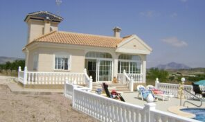 Villa on 10 000m2 plot and Private Pool in Cañada del Trigo. Ref:ks2259