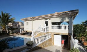 REDUCED!!! Large Villa with Private Pool and Garage in Villamartin.  ref.ks2249
