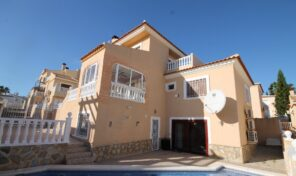 Great 5 bedrooms Villa with Private Pool in Villamartin.  Ref:ks2244